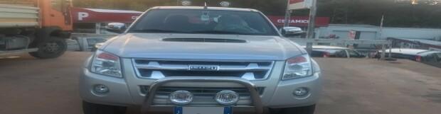 Allestimento Isuzu D-Max : assetto rialzato, rollbar con fari, gancio ed abbellimenti carrozzeria